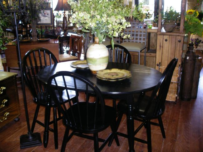 Black kitchen table and chairs Photo - 5