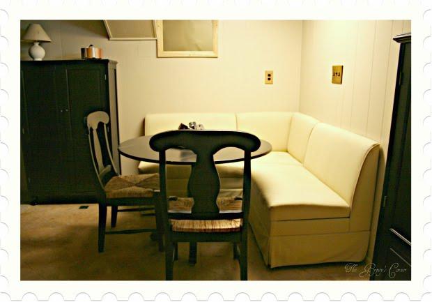 Corner kitchen table Photo - 8