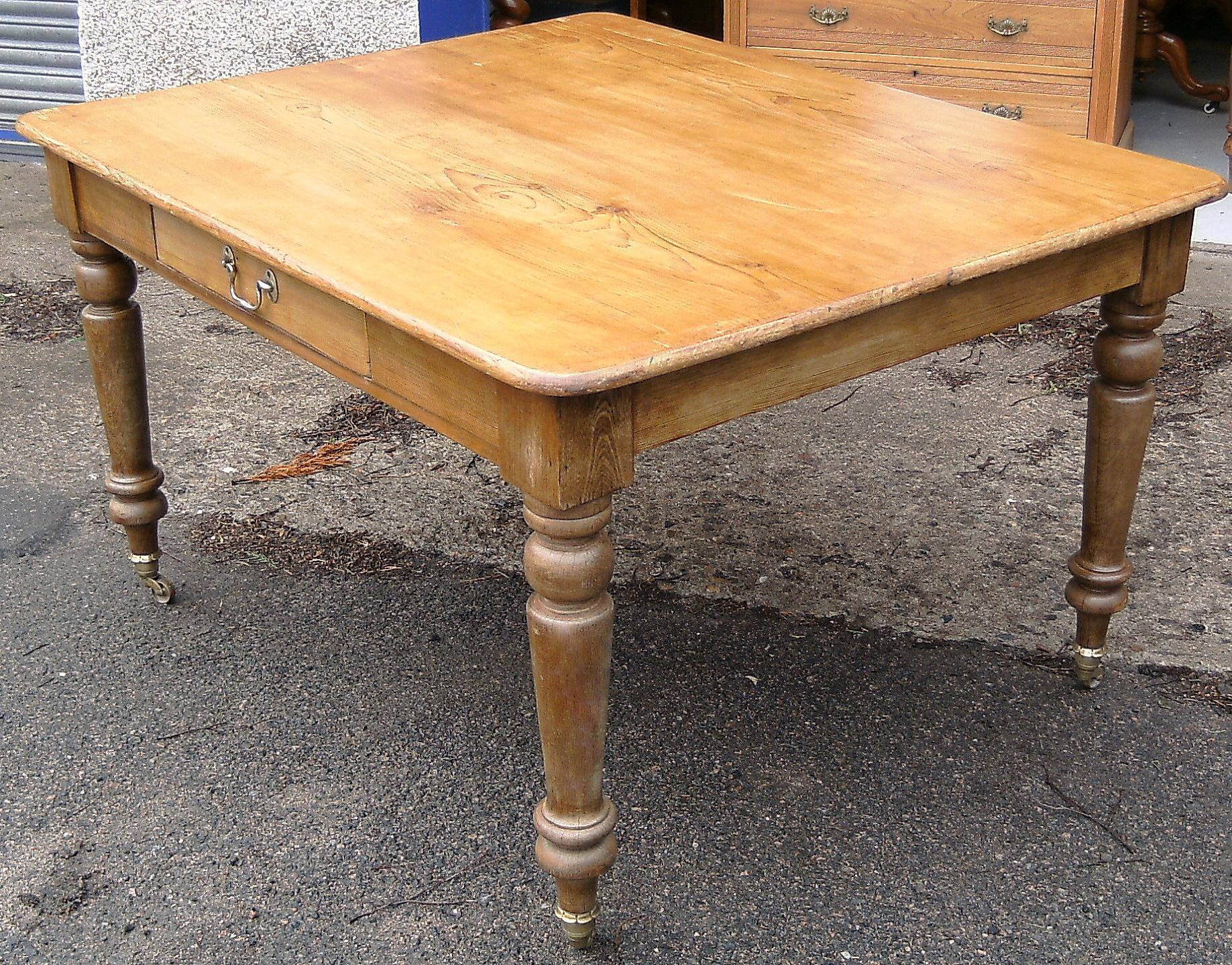 Farmhouse kitchen table Photo - 7