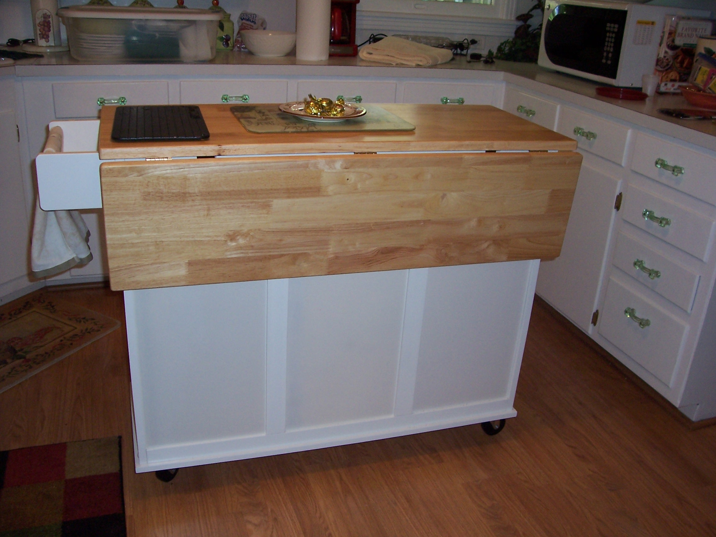 Three top quality rolling kitchen islands and how they pare