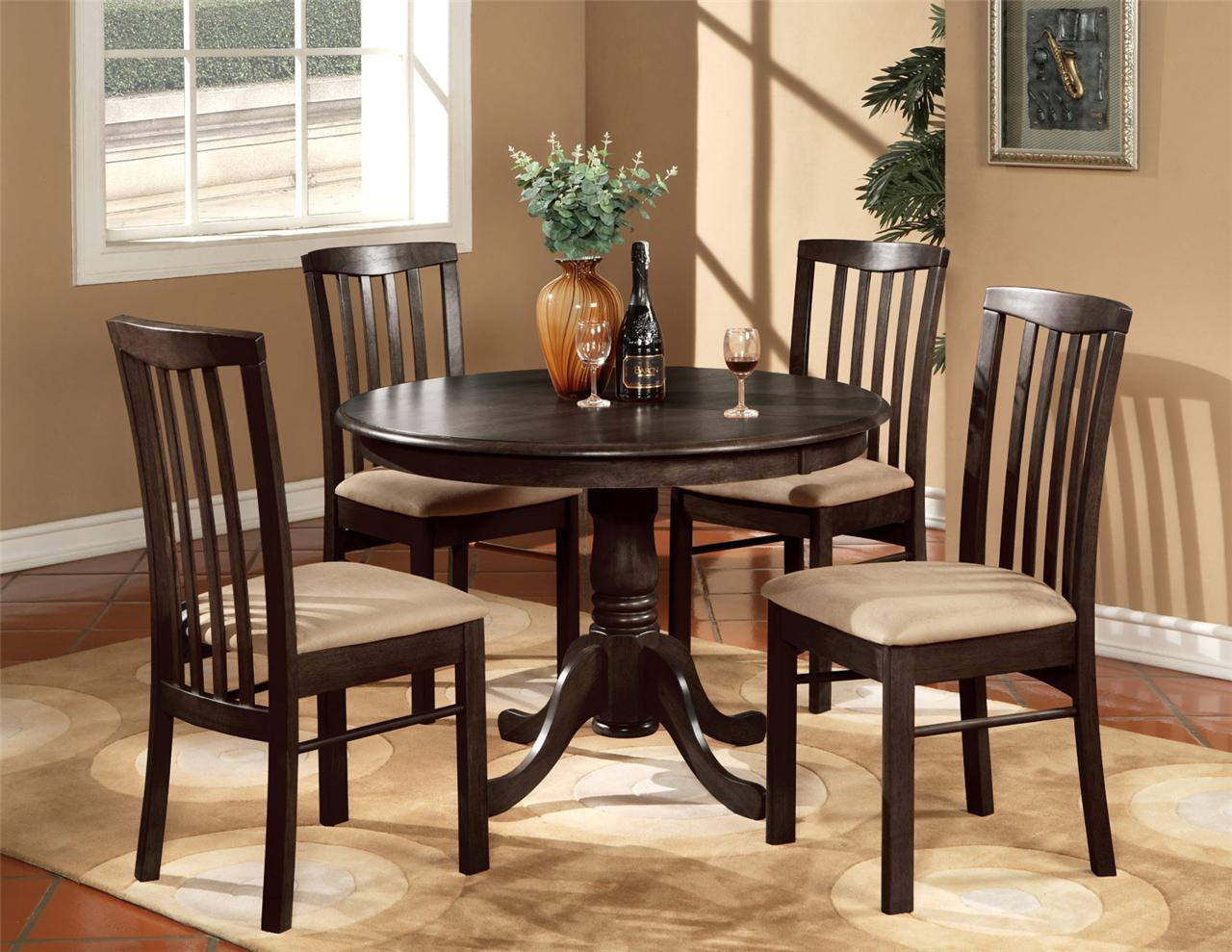 Round kitchen table and chairs Photo - 1