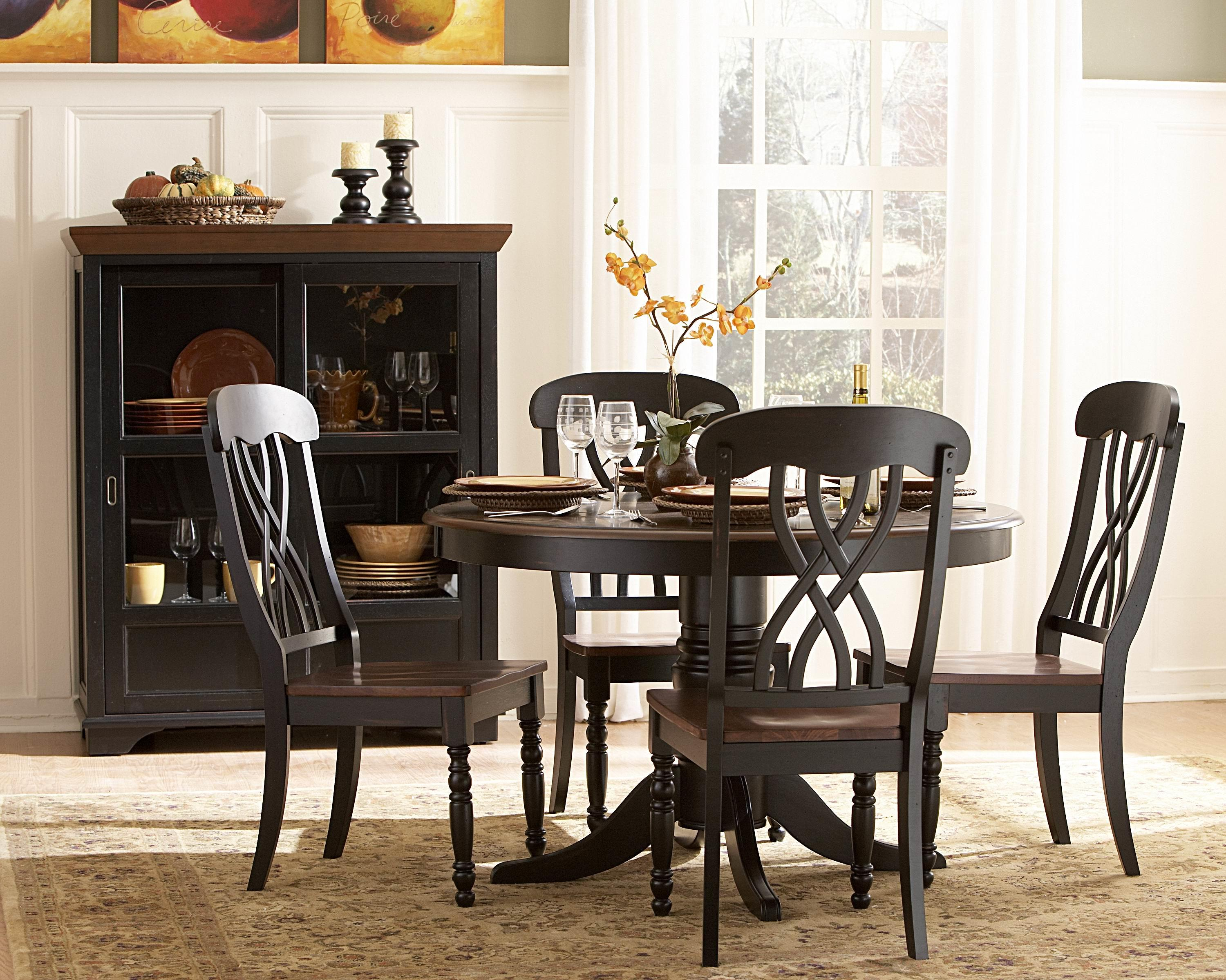 Round kitchen table and chairs Photo - 8