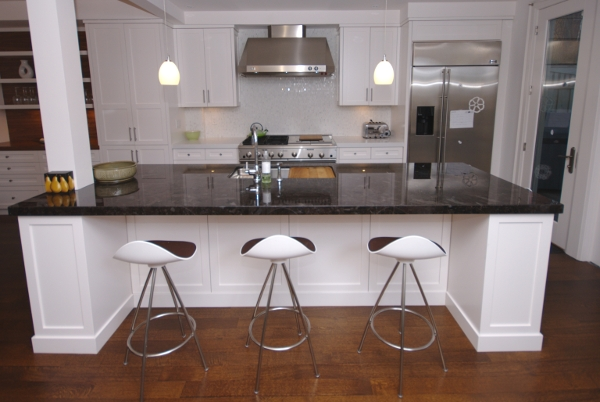 White kitchen island Photo - 5