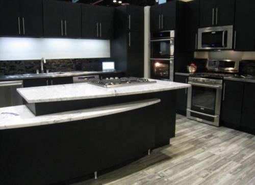 Black kitchen appliances Photo - 1