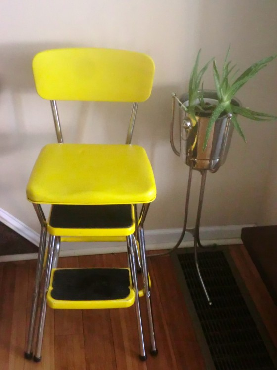 Cosco kitchen stool Photo - 1