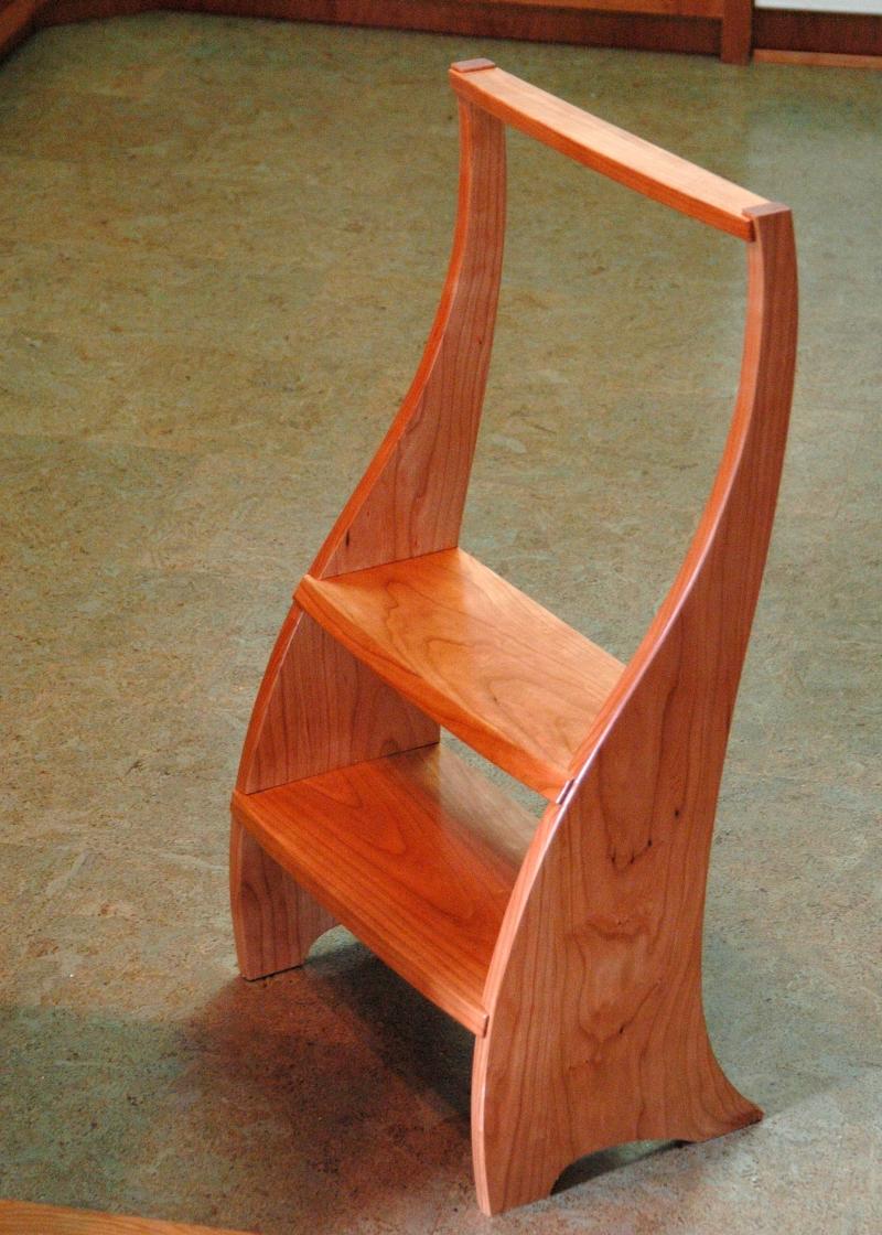 Folding kitchen step stool Photo - 1