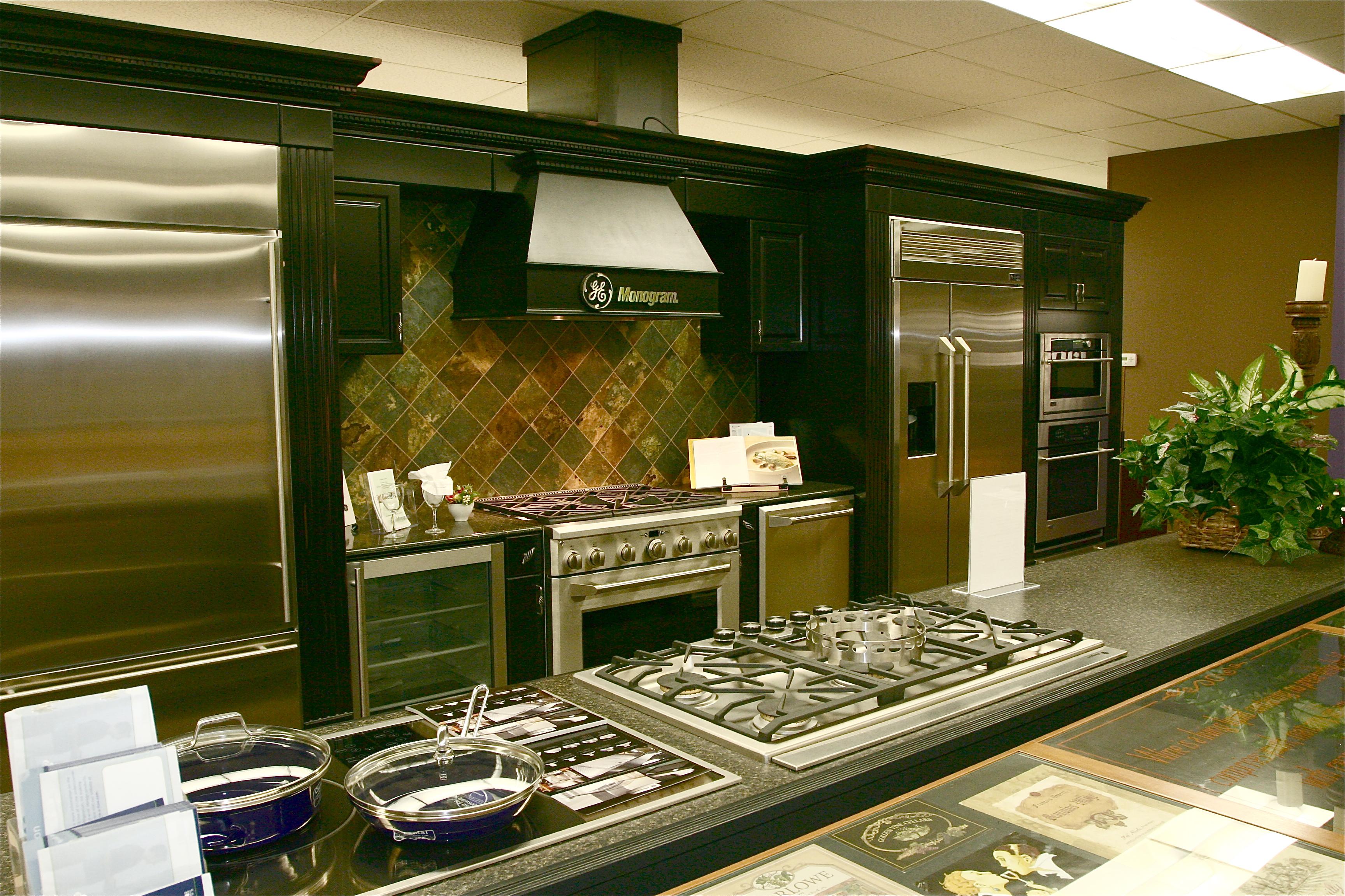 Kitchen appliance warehouse Photo - 10