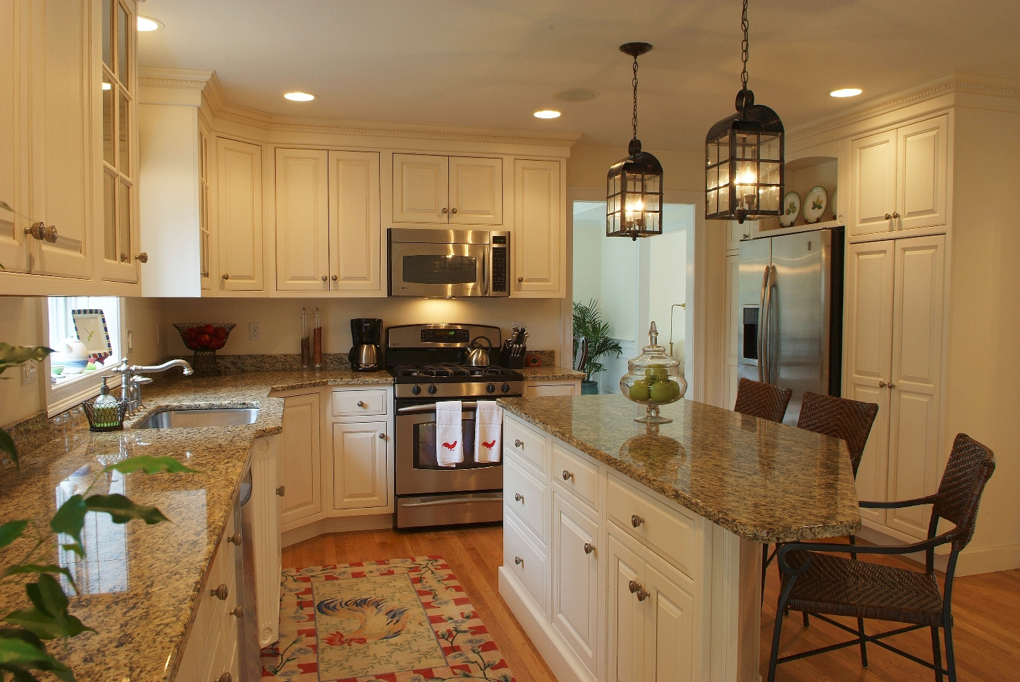 Kitchen cabinet shelves Photo - 1