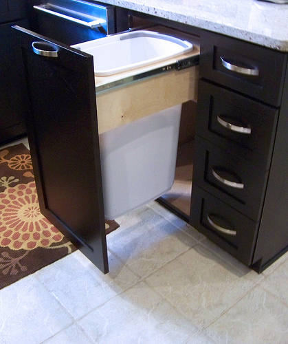 Kitchen cabinet trash can pull out Photo - 8