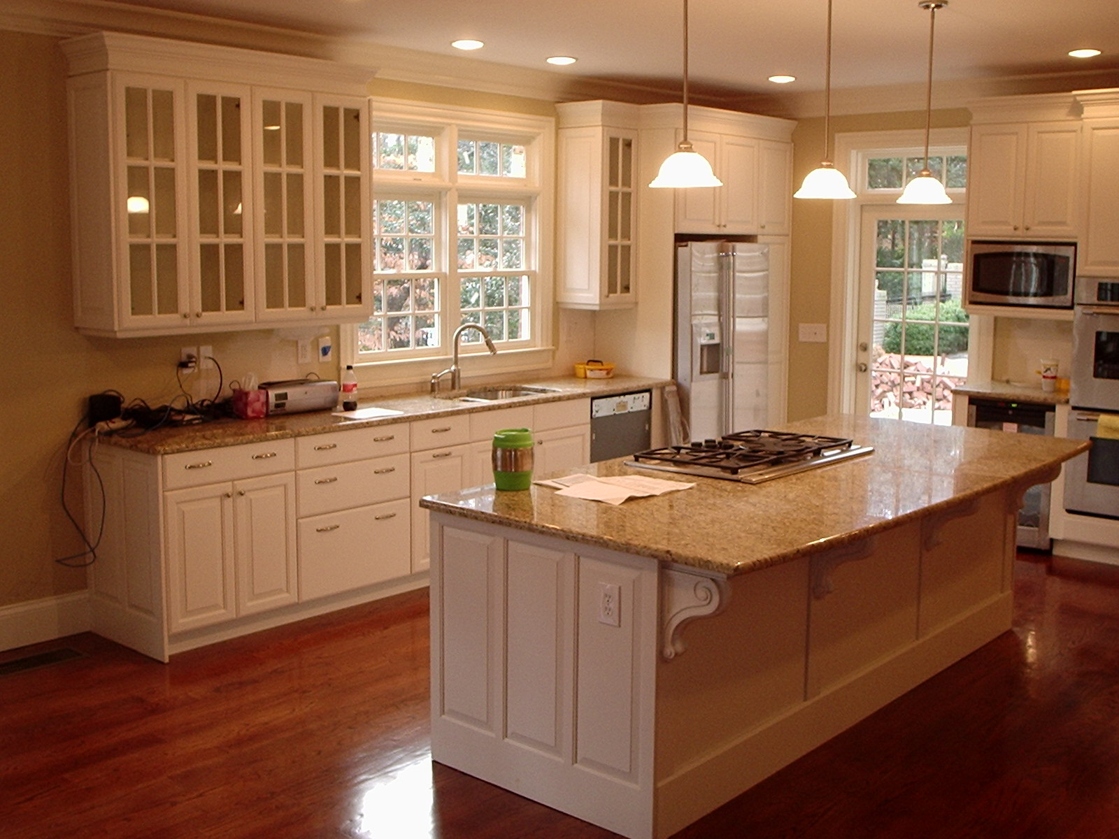 Kitchen cabinet with hutch Photo - 1