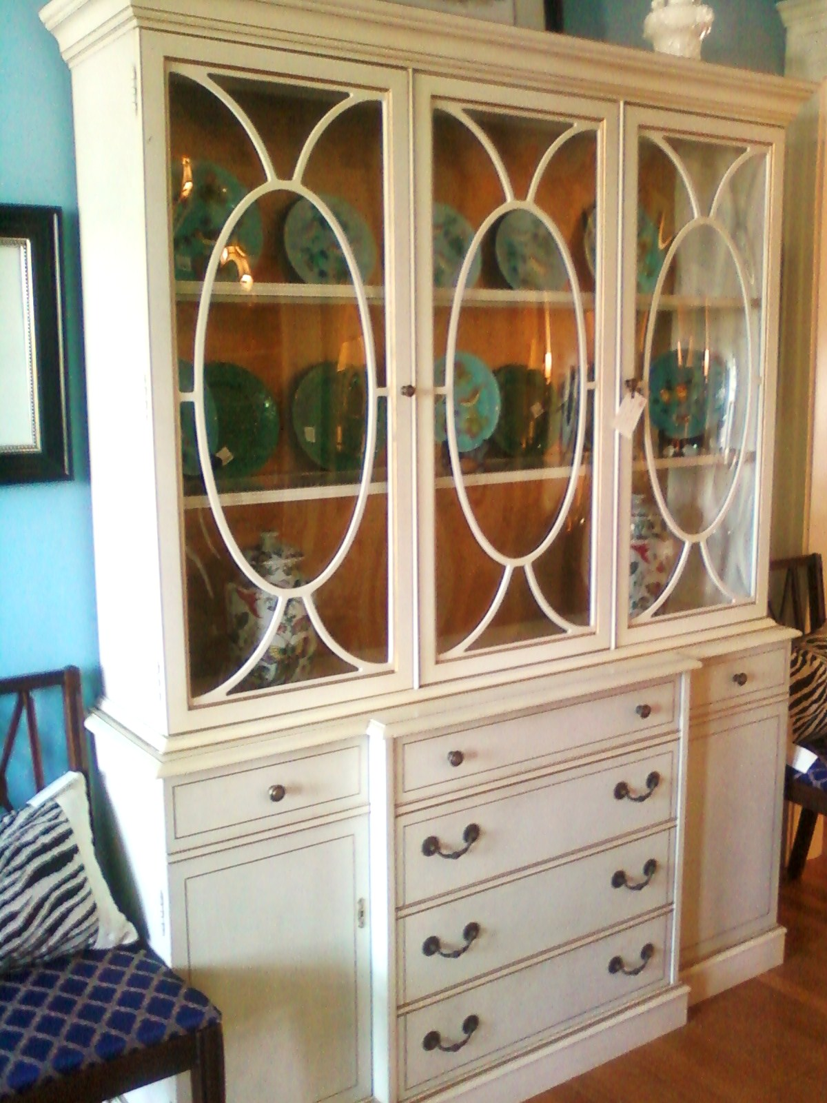 Kitchen cabinet with hutch Photo - 2