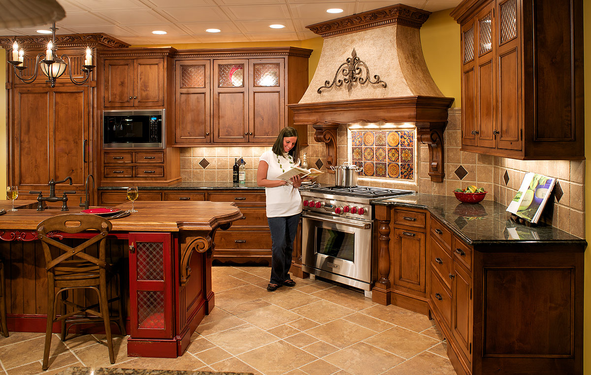 Kitchen cabinet with hutch Photo - 6