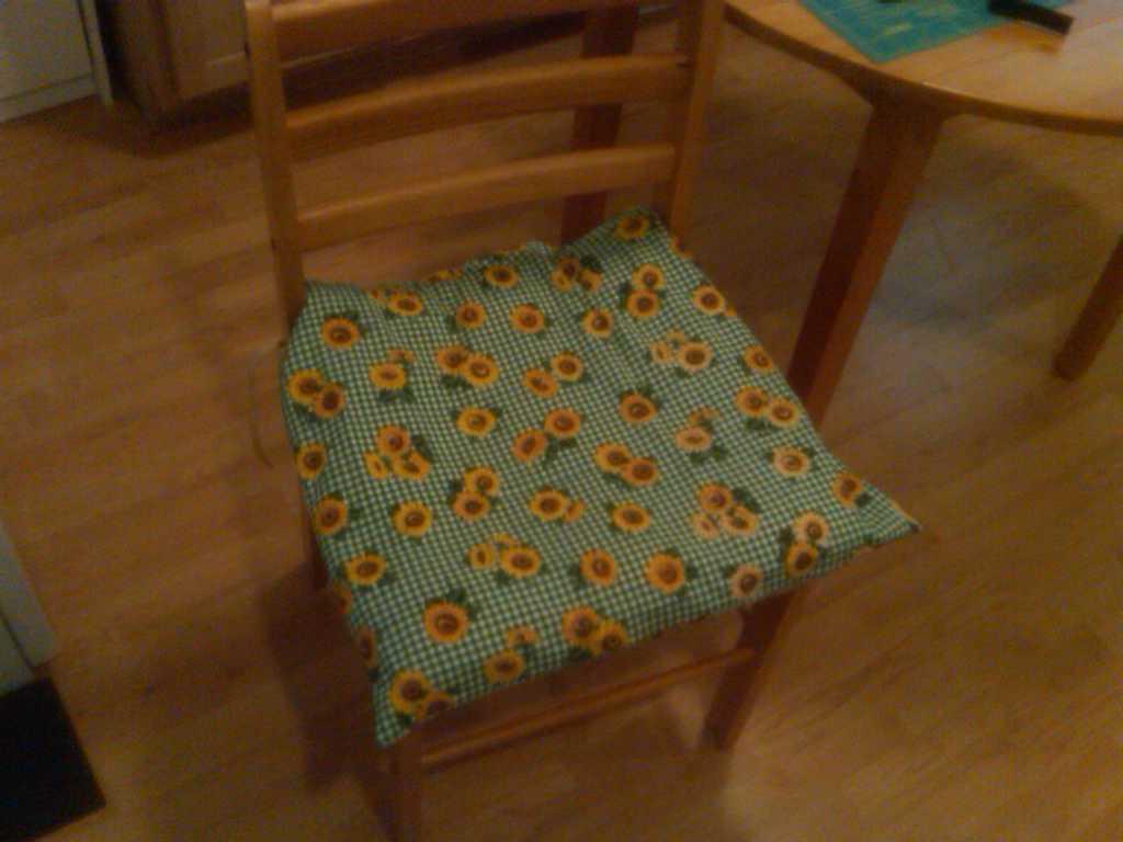 Kitchen chair cushion covers Photo - 2
