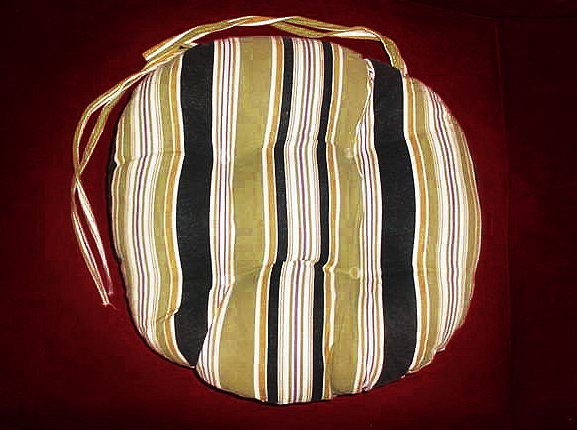 Kitchen chair cushions with ties Photo - 12