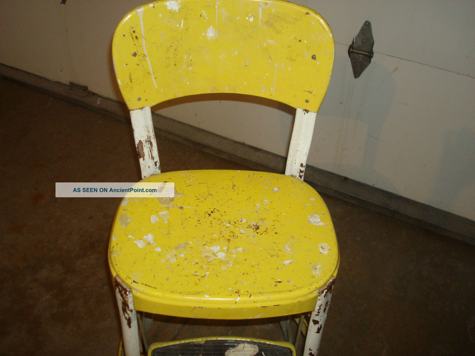Kitchen chair step stool Photo - 4