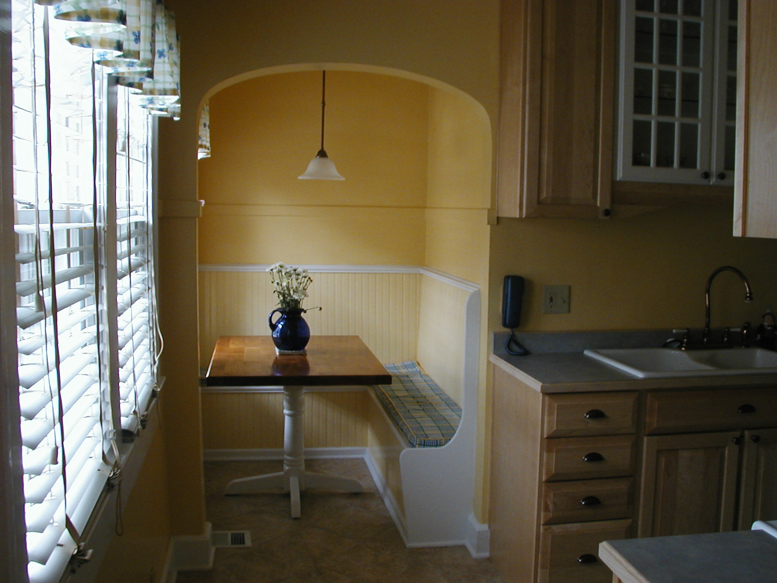 Kitchen corner nook table photo 12 kitchen ideas - Corner kitchen nook ...