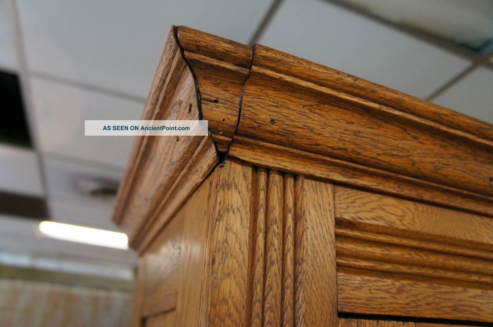 Kitchen curio cabinet Photo - 3
