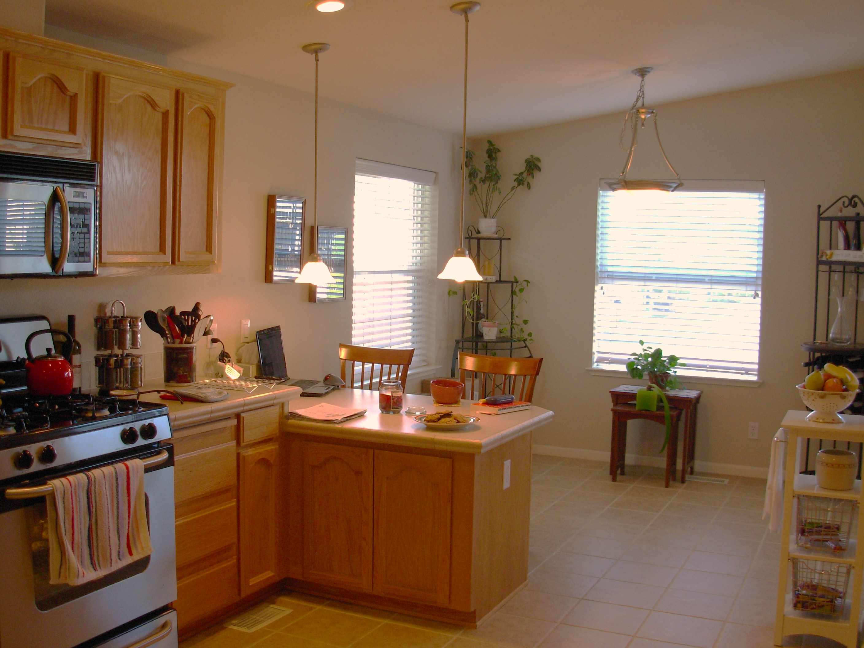 Breakfast nook with storage build a corner booth seating interior photos of kitchens and - Kitchen nooks with storage ...