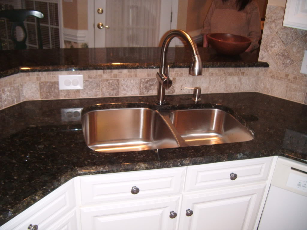 Kitchen sink dispenser Photo - 7