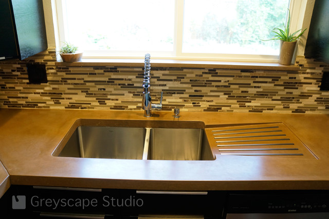 Kitchen sink with drain board Photo - 4