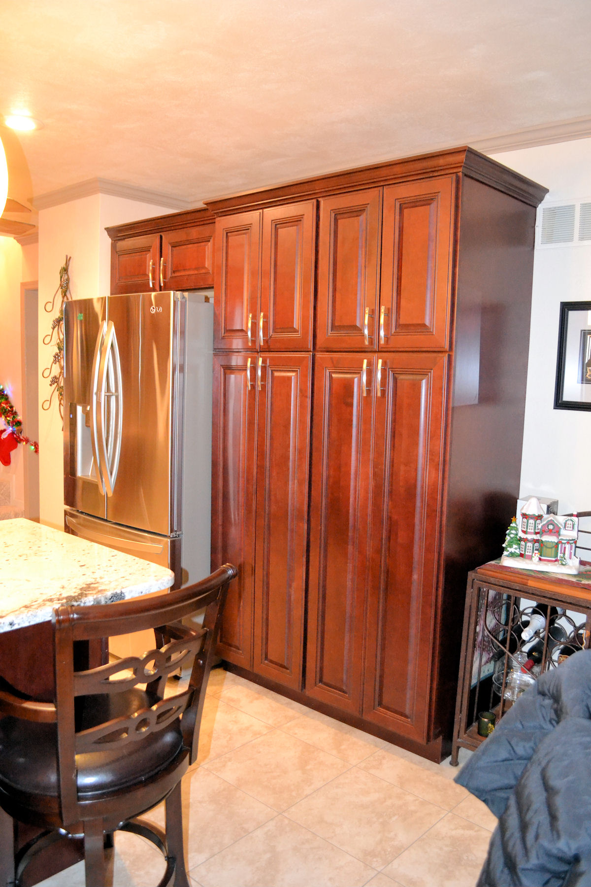 Large kitchen pantry cabinet kitchen ideas for Large pictures for kitchen walls
