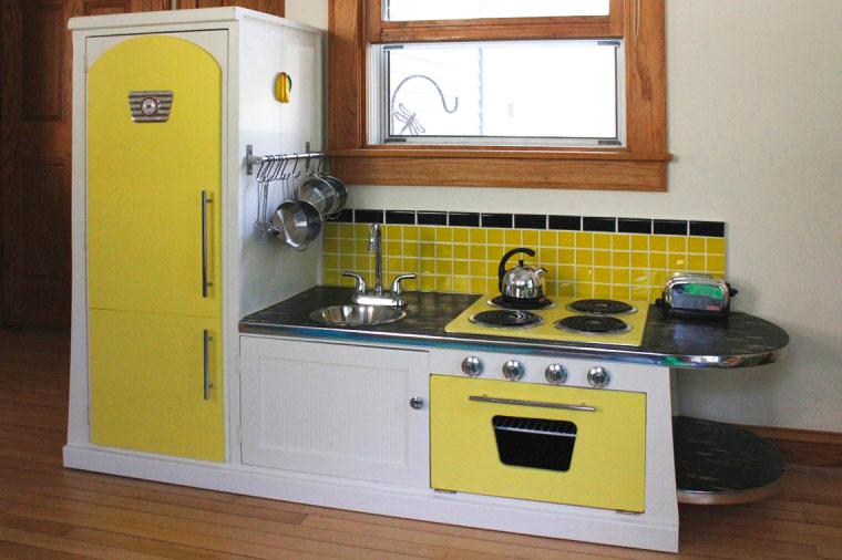 Retro play kitchen Photo - 2