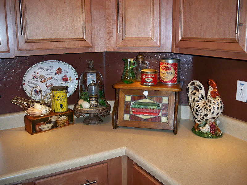 Roosters kitchen decor kitchen ideas - Kitchen rooster decor ...