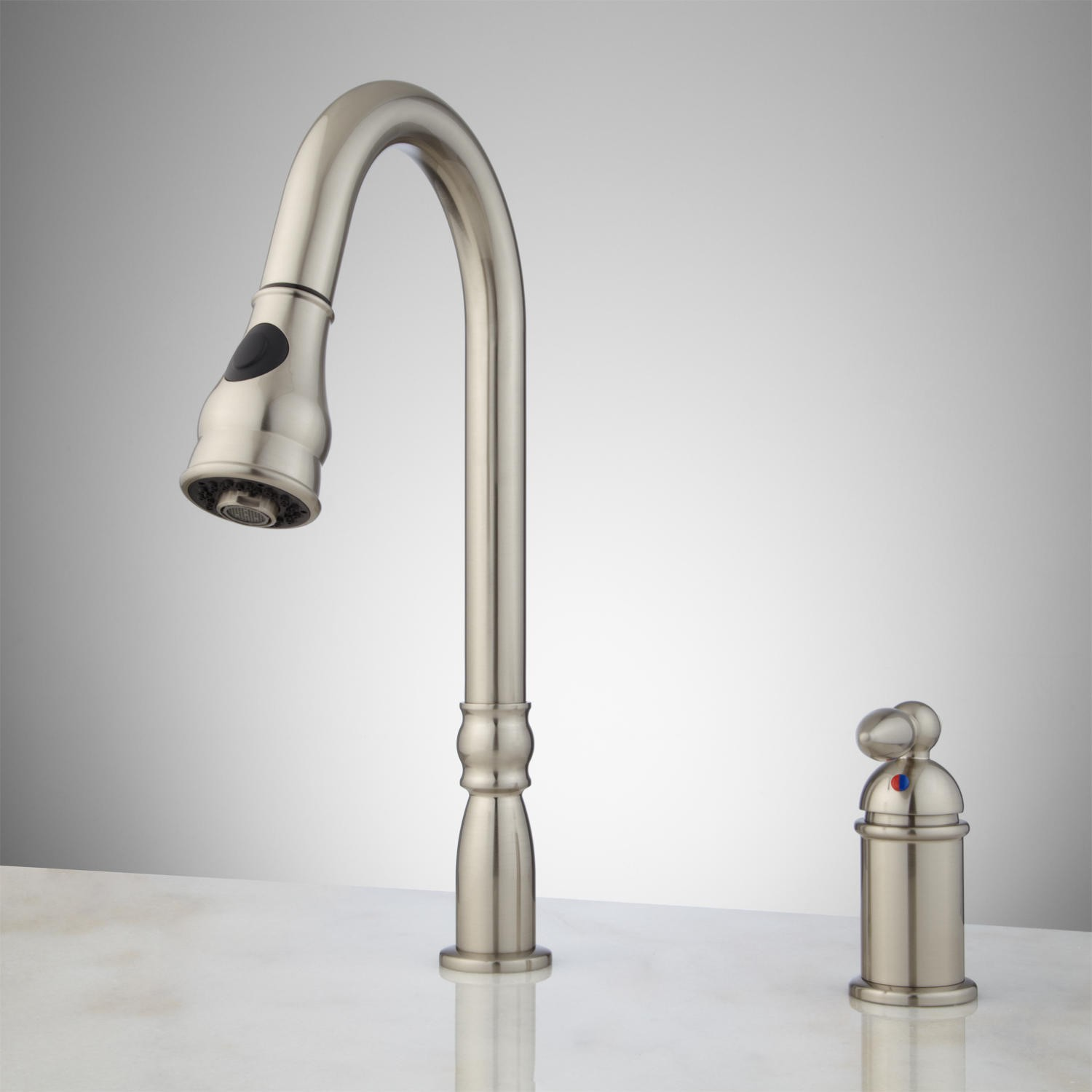 Single handle kitchen faucet with sprayer Photo - 7