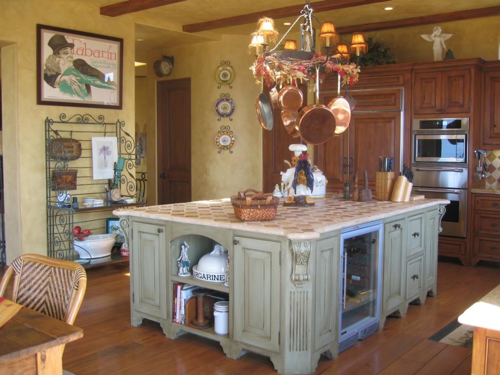 Small kitchen island Photo - 11