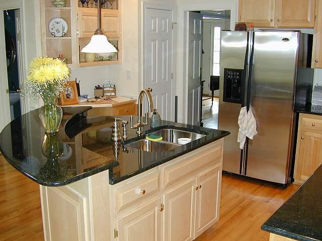 Small kitchen island Photo - 3