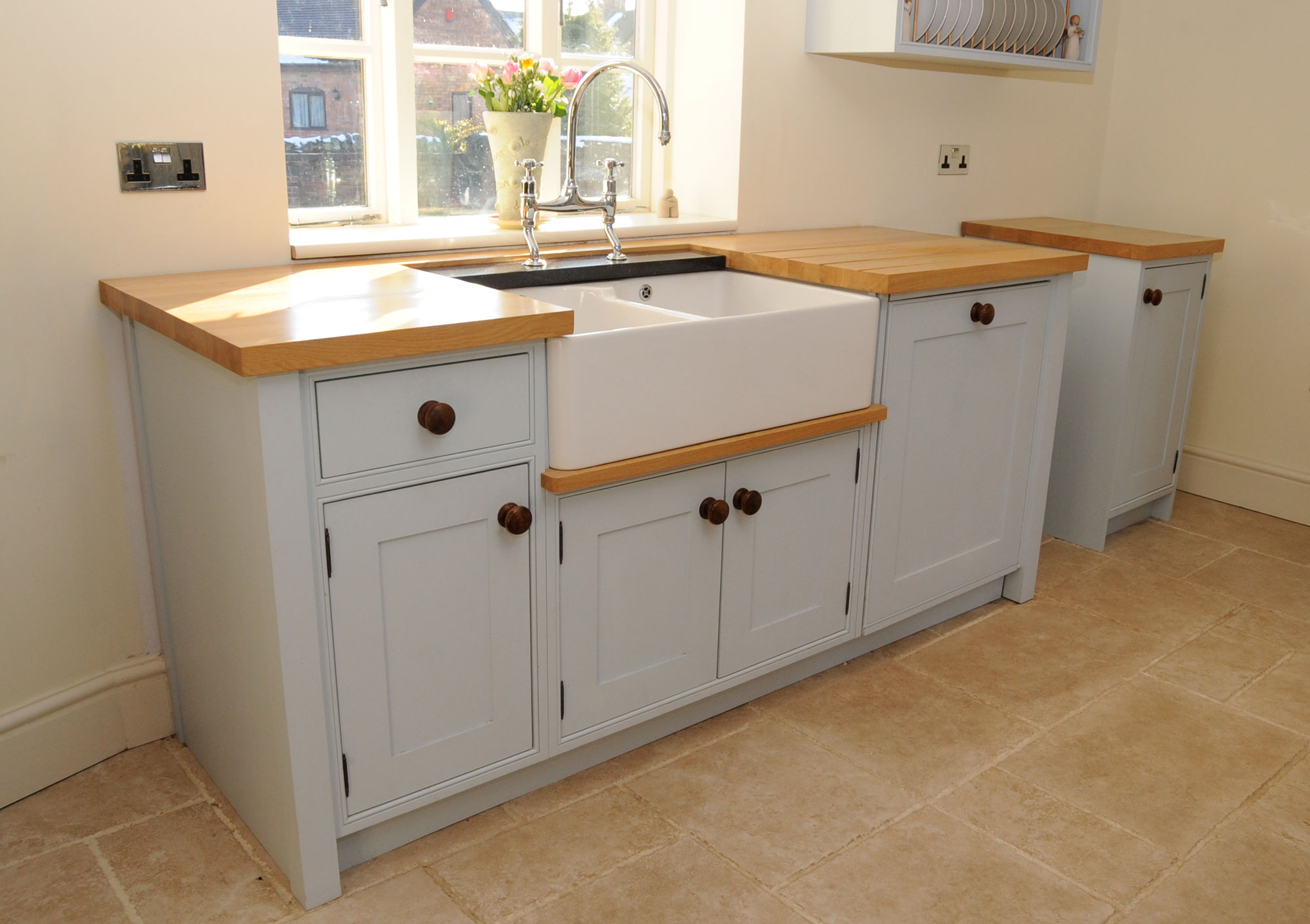 Stand alone kitchen cabinet Photo - 1
