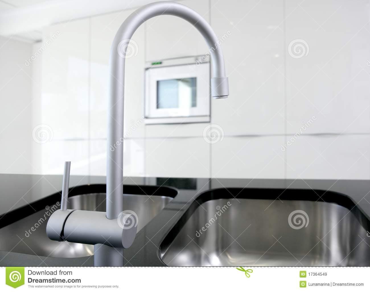 white kitchen faucet | kitchen ideas