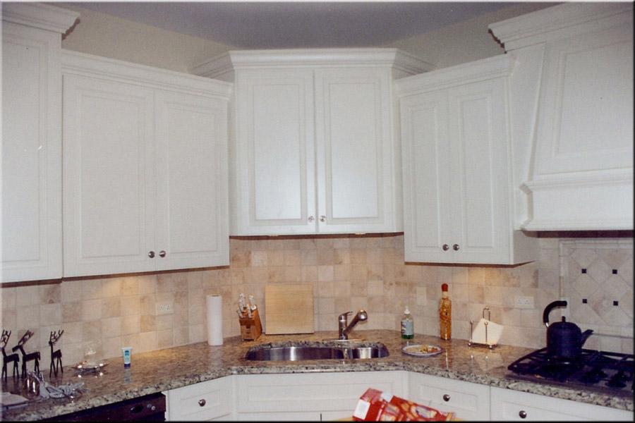 White kitchen wall cabinets Photo - 5
