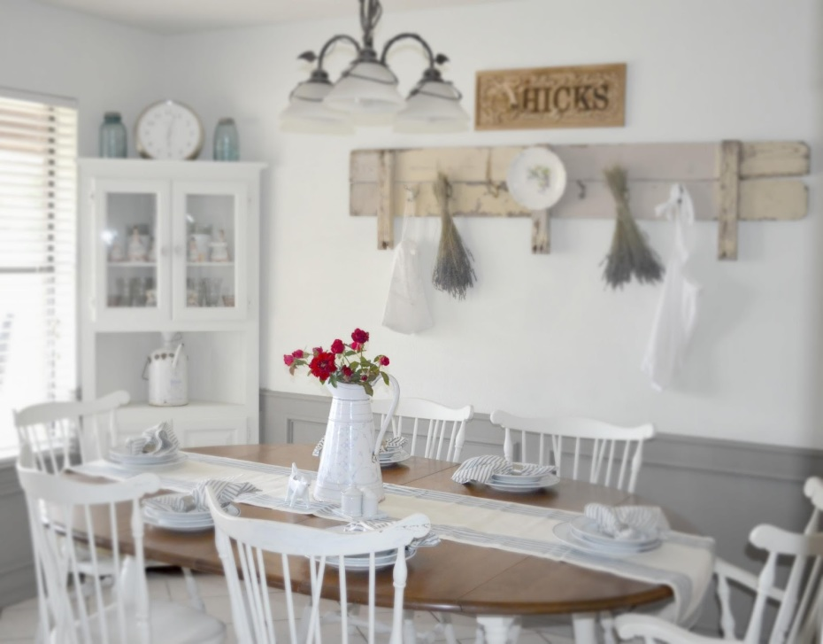 White wood kitchen chairs Photo - 6