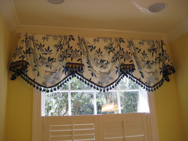 Yellow kitchen valance Photo - 9