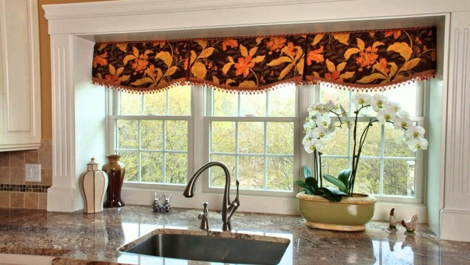 Yellow kitchen valance Photo - 10
