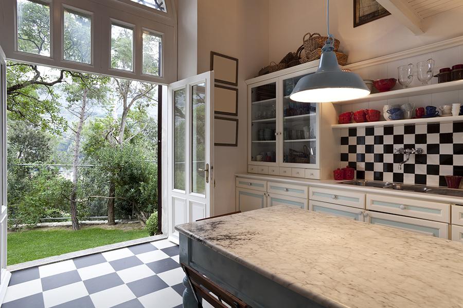 Black and white kitchen rug photo - 3