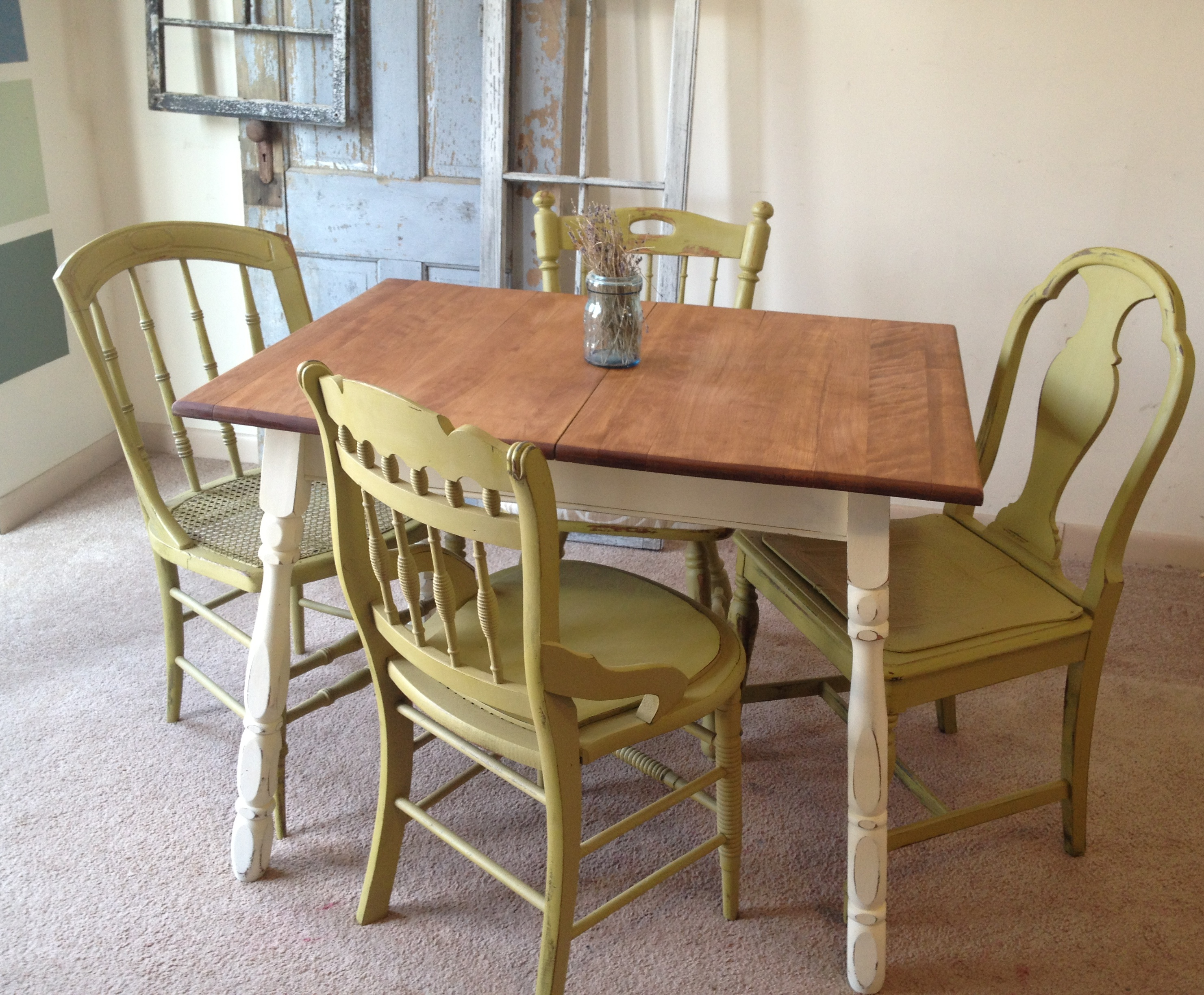 Black round kitchen table and chairs photo - 1