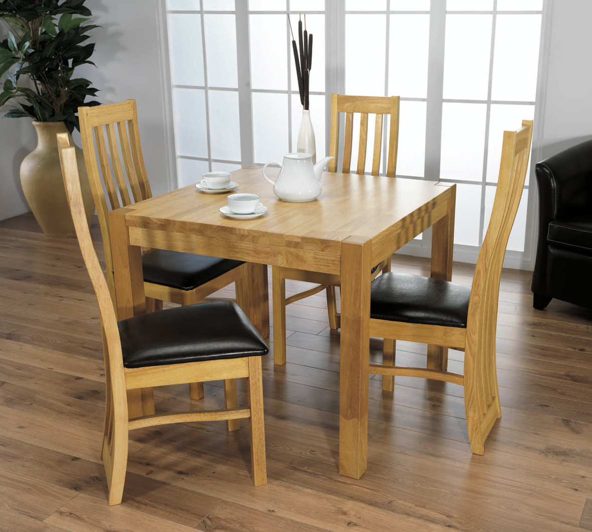 Black square kitchen table photo - 1