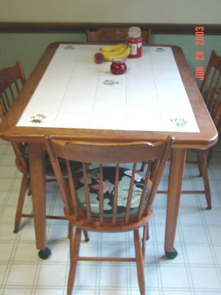 Ceramic tile kitchen table photo - 1