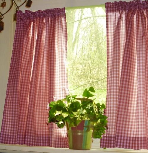 Checkered kitchen curtains photo - 2