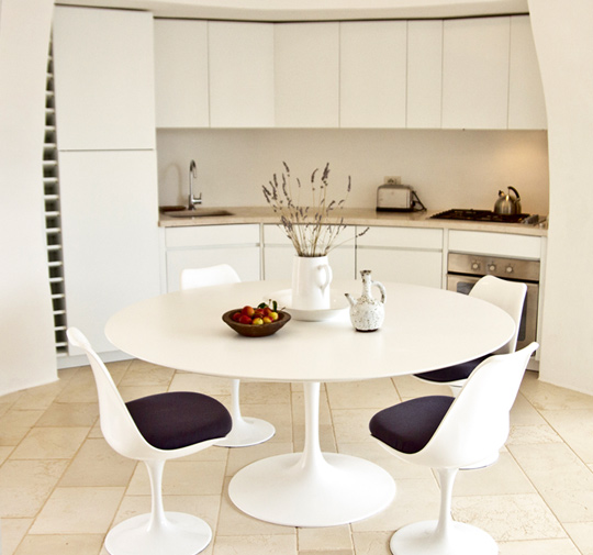 Circular kitchen table photo - 1