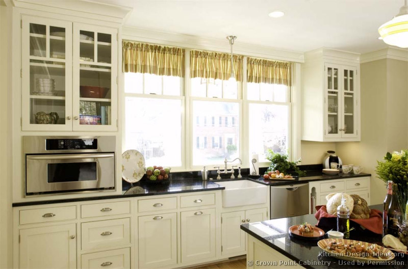 Cottage kitchen island photo - 1