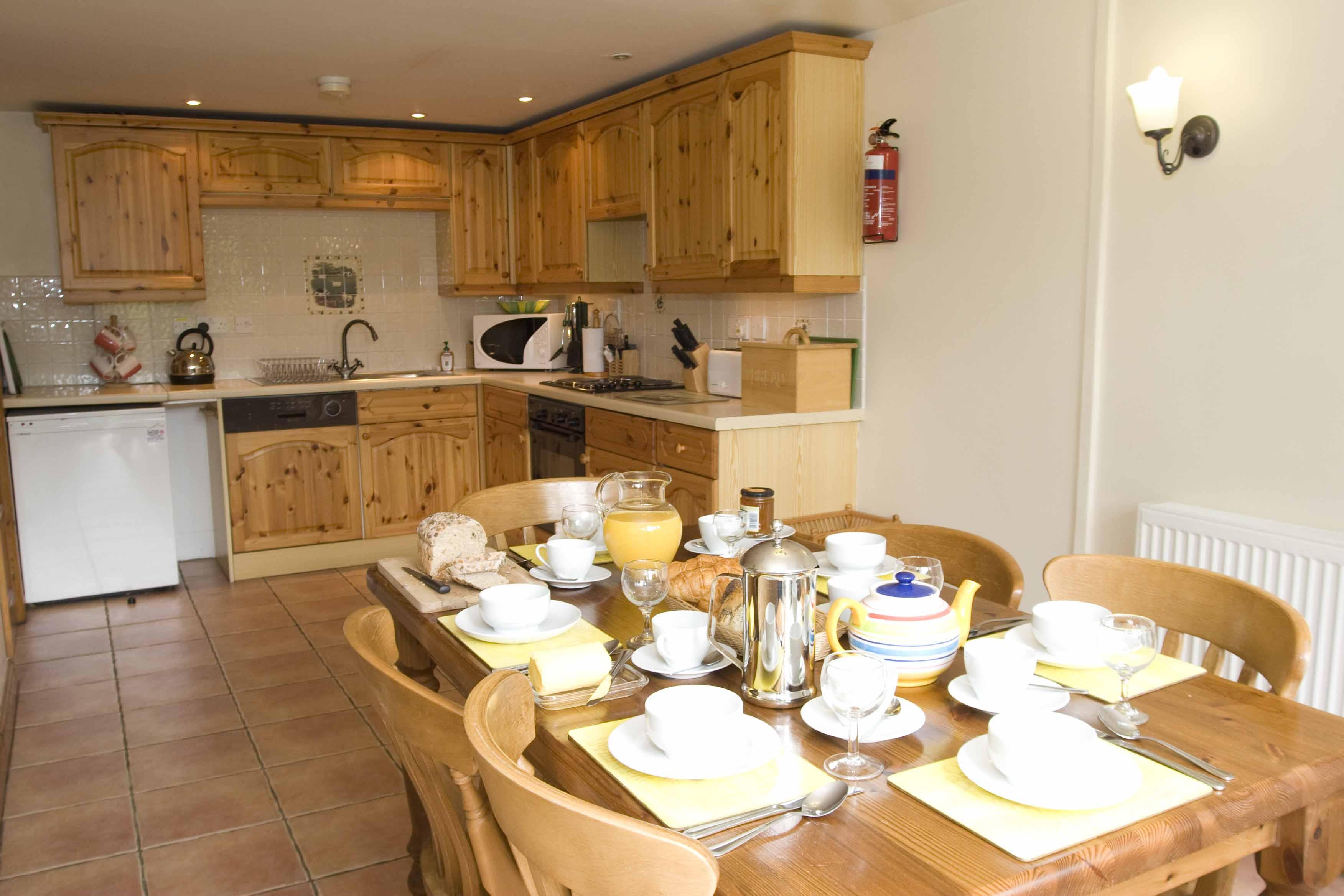 10 Photos To Cottage Kitchen Table