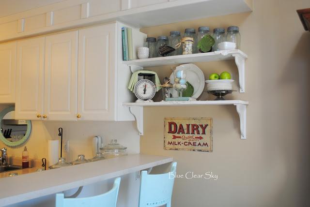 Decorative kitchen shelves photo - 2