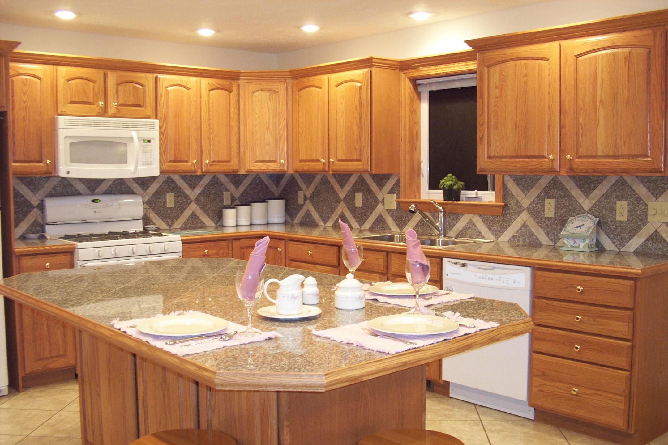 Granite kitchen island photo - 3