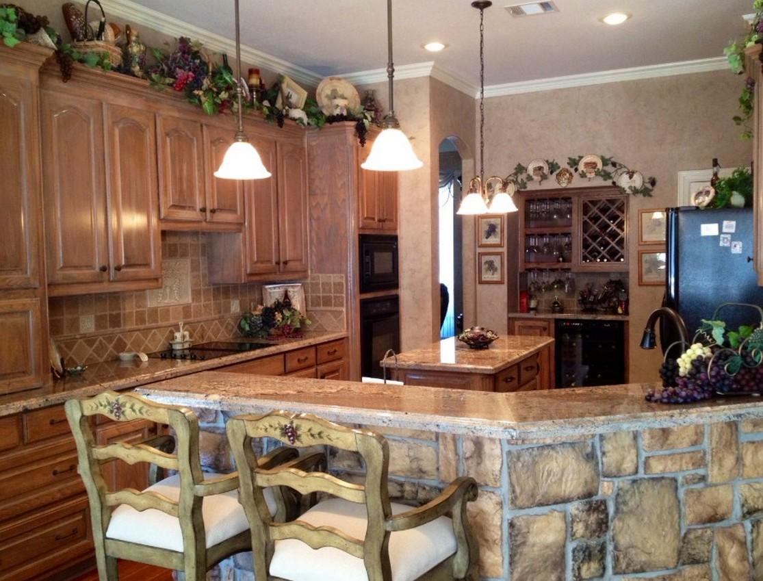 Grape decor for kitchen kitchen ideas for Wine themed kitchen ideas