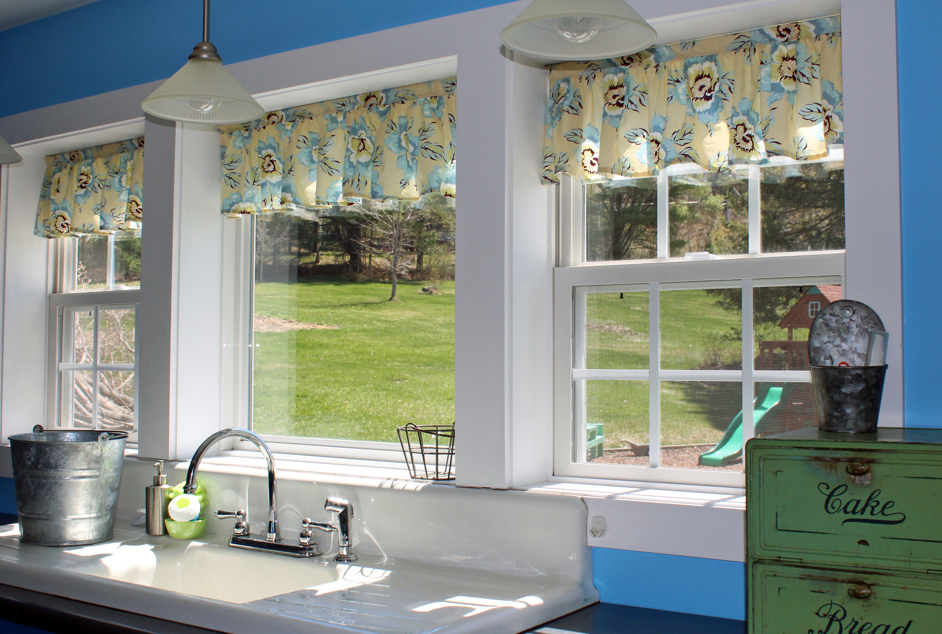 Gray kitchen curtains photo - 1