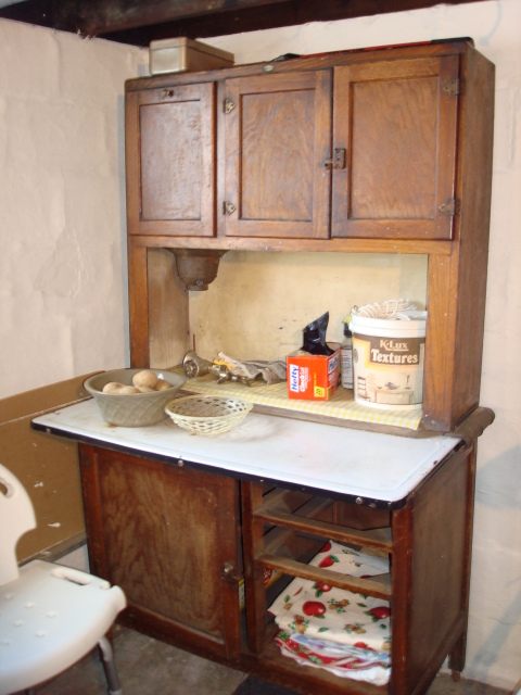 Kitchen cabinet hutch photo - 1
