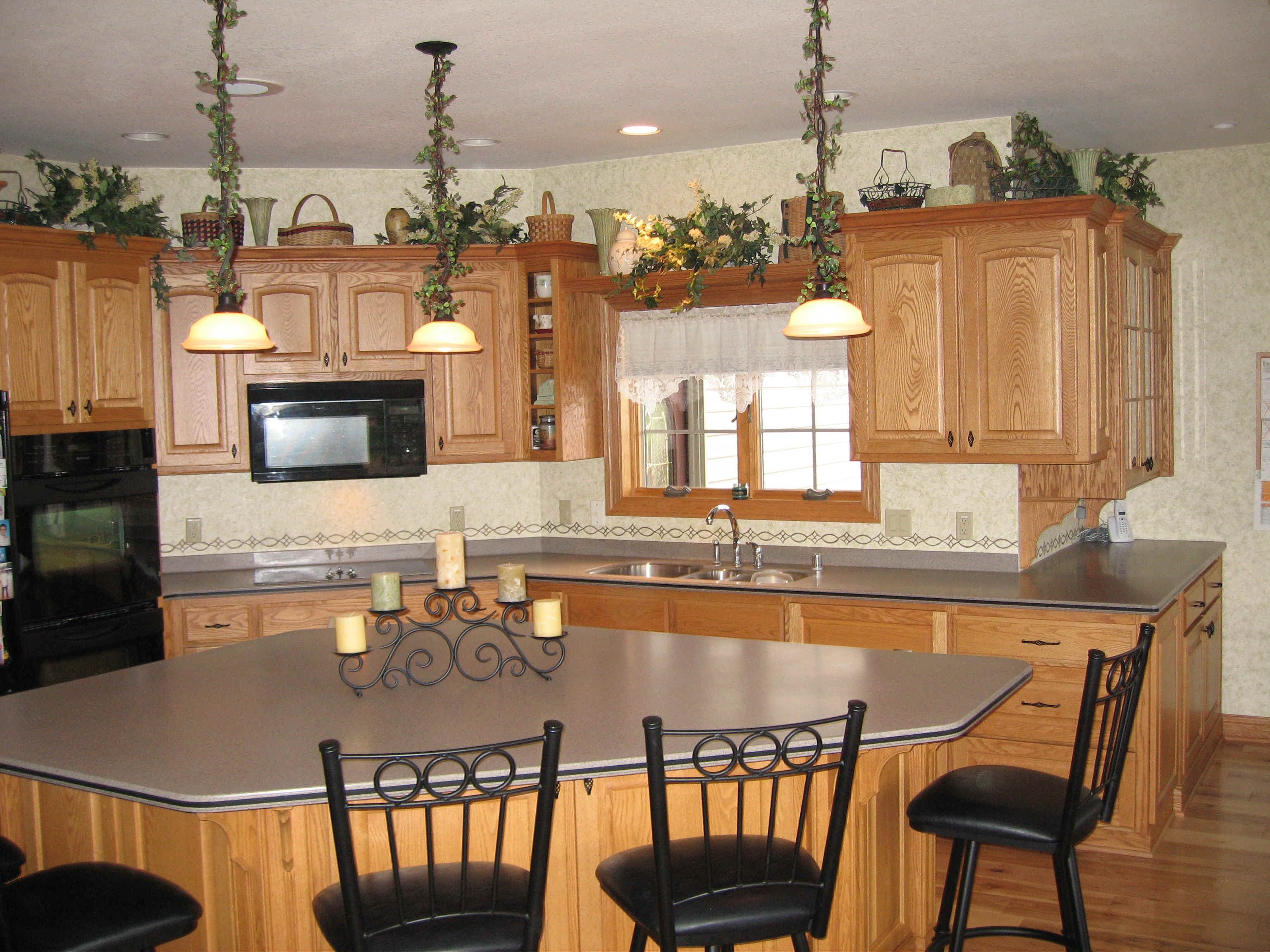 Kitchen island table with stools photo - 3